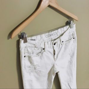 Joe's Rocket Fit White Jeans Distressed W28